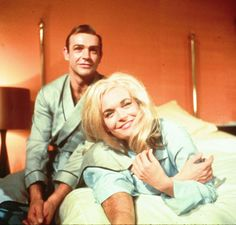 Sean Connery and Shirley Eaton (Goldfinger - 1964)