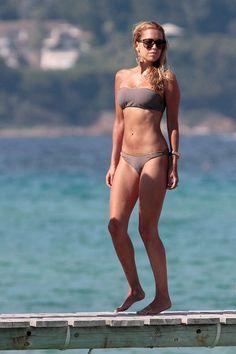Sylvie van der Vaart has the perfect beach body!!
