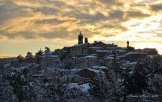 Torrita di Siena al tramonto dopo un giorno di neve. Foto di Mauro Nizzi su http://www.flickr.com/photos/36792300@N05/6802969477
