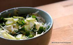15 retete de salate pentru slabit sanatos. Salate delicioase si rapide – Sfaturi de nutritie si retete culinare sanatoase Sprouts, Cabbage, Fresh, Vegetables, Recipes, Food, Fitness, Diet, Vegetable Recipes