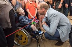 This little boy, Jaydon Mitchell Tomlinson, 5, waited three hours to see William and Catherine. He and William chatted about Star Wars! 💖 This is what really matters 😘