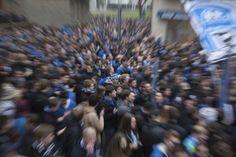 Fans des DSC Arminia Bielefeld demonstrieren fuer ihren Verein vor dem Spiel gegen Preussen Muenster in Bielefeld / DSC Arminia Bielefeld football supports demonstrating for their club in Bielefeld / Foto: Robert B. Fishman, ecomedia, 17.3.2011