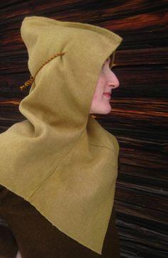 Handsydd hätta, efter fynd från Skjoldehamn. Tidig medeltid. - A handsewn hood inspired by early medieval find from Skjoldehamn.