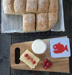 LANGPANNEBRØD MED SAMMALT HVETE OG FRØ | TRINES MATBLOGG Food N, Cheese, Snacks, Baking, Healthy, Recipes, Inspiration, Sink Tops, Breads