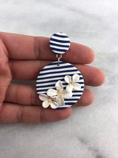 Earrings 529032287483031567 - Striped and flowered Source by galiasasson Polymer Clay Crafts, Polymer Clay Beads, Handmade Polymer Clay, Diy Clay Earrings, Earrings Handmade, Diy Large Earrings, Biscuit, Striped Earrings, Diy Jewelry