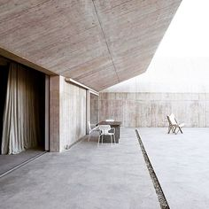 Be inspired Splayed concrete walls | Villa Além in Alentejo, Portugal,  Valerio Olgiati Architects  #architecture #modernist  #instaarchitecture #instagood #inspiration #design #details #picoftheday #minimalism