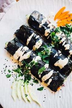 Sunrise Nori Wraps with Spicy Tahini Drizzle (Vegan, Gluten Free) Yummy! Add honey to the tahini sauce. Maybe try sesame oil in the sauce next go. Vegan Sushi, Vegan Foods, Vegan Dishes, Raw Vegan, Healthy Sushi, Healthy Gourmet, Healthy Wraps, Healthy Lunches, Healthy Eating
