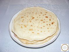 Clatite pufoase Pancakes, Breakfast, Ethnic Recipes, Food, Fotografia, Breakfast Cafe, Pancake, Essen, Yemek