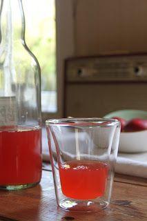 Husfrøy: Råbra rabarbra Pint Glass, Lemonade, Berries, Food And Drink, Baking, Drinks, Tableware, Foods, Juice