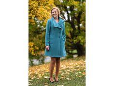 ... kabát s podílem kašmíru barva tyrkysová rovnější střih s rozšířenou  spodní částí šikmé zapínaní s vyšším límcem možné objednat v 9 různých  barvách 4990872db3