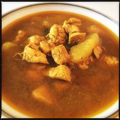 Opskrift på varm, lækker kyllingesuppe, med kun 51 kalorier pr. 100g Zucchini Lasagne, Parma, Chana Masala, Pesto, Thai Red Curry, Mozzarella, Snacks, Chicken, Ethnic Recipes