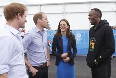 Pin for Later: Kate hüpft in High-Heels und vergnügt sich mit den Prinzen  Kate, William und Harry trafen Usain Bolt.