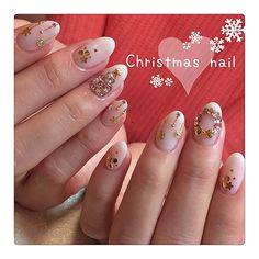 クリスマスツリーに飾る、とっても可愛いオーナメント。それ、ちょっと指先にも取り入れてみませんか??とってもかわいい「オーナメントネイル」のデザインをご紹介します♡