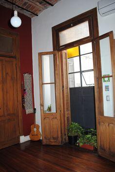 Un living... Colegiales... Buenos Aires... Bs As, Oversized Mirror, Ph, Furniture, Home Decor, Home, Antique Doors, Buenos Aires, Interiors