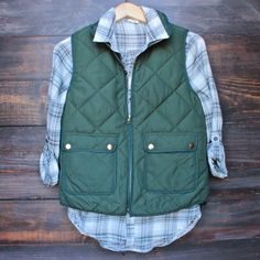 city strut quilted puffer vest - green from shophearts. Saved to DESERT WANDERER. Puffer Vest Outfit, Vest Outfits, Cute Outfits, Fall Winter Outfits, Autumn Winter Fashion, Winter Style, Fall Fashion, Best Parka, Retro Outfits