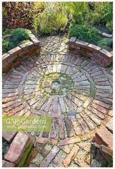 Herb Garden Design, Diy Garden, Garden Cottage, Garden Paths, Indoor Garden, Garden Projects, Outdoor Gardens, Garden Beds, Boho Garden Ideas