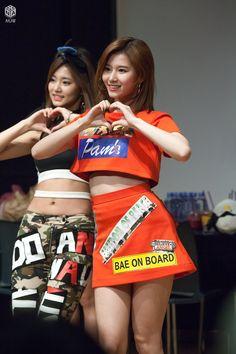 dedicated to female kpop idols. 1 Girl, Girl Day, South Korean Girls, Korean Girl Groups, Get Skinny Legs, Twice Sana, Minatozaki Sana, Brunette Beauty, Dance The Night Away