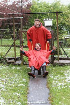 Geschützter Spass im Regenponcho