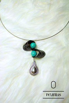 Peanuts-Halskette in schwarz-türkis von Fanori Jewelry auf DaWanda.com