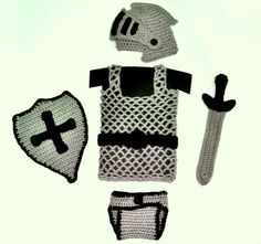 Knight Helmet / Diaper Cover / Chainmail vest / Sword and shield Crochet Pattern, prop photo Crochet For Boys, Cute Crochet, Crochet Toys, Crochet Baby Clothes, Newborn Crochet, Crochet Photo Props, Knights Helmet, Baby Costumes, Mask For Kids
