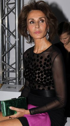 Nati Abascal Mature Fashion, Over 50 Womens Fashion, 50 Fashion, Fashion Models, Richard Avedon, Kate Moss, Looks Party, Beautiful Old Woman, Aged To Perfection