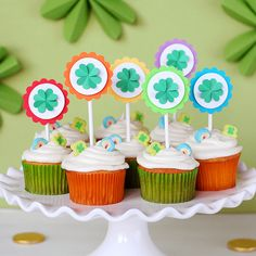 DIY St. Patrick's Day cupcake toppers - cute St. Patty's day party decor ideas