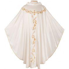 Casula : Manto sacerdotal usado sobre estola e alva. Seu significado remete ao caráter sacrificial da missa. Seu uso é obrigatório em todas as missas e proibido fora delas.