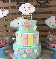 Chá de bebê nuvem: fofura em dobro para a festa - EuNeném | Blog Baby Cakes, Baby Shower Cakes, Baby Girl Shower Themes, Sweet 16 Birthday, Birthday Cake Girls, Baby Birthday, Raindrop Baby Shower, Bolo Fake Eva, Cloud Party