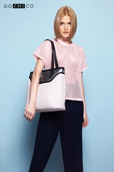 http://goshico.com/en/a-big-shoulder-quilted-bag-flowerbag-light-beige.html PRICE: 98.04 €