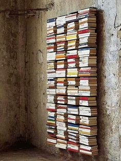 Creative DIY Bookshelves Ideas With Invisible Bookshelf Invisible Bookshelf, Creative Bookshelves, Bookshelf Ideas, Floating Bookshelves, Bookcase Wall, Floor To Ceiling Bookshelves, Wall Mounted Bookshelves, Bookshelf Inspiration, Diy Inspiration