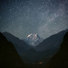 Nepal, view of the Kali Gandaki river and Nilgiri South (6,839 m), 2011. Photo by Anton Jankovoy.