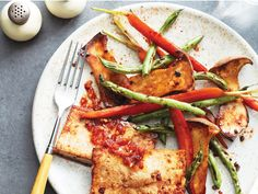 Looking for an easy and speedy meal option tonight? Toss some sesame and veg with our sheet pan tofu, bake and voila! A tasty, minimal mess-meal in no time.