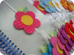 Marcadores de páginas | Lembrancinhas para o nascimento da L… | Flickr Felt Diy, Felt Crafts, Easy Crafts, Diy And Crafts, Crafts For Kids, Arts And Crafts, Paper Crafts, Sewing Crafts, Sewing Projects