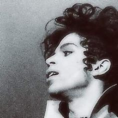 My favorite hair style of his. There is an art to these finger waves and no man wore them better 💜💜💜 High Bun Hair, Hair Buns, Starfish And Coffee, Prince Paisley Park, Never Say Goodbye, Prince Purple Rain, Pin Up Hair, Dramatic Eyes, Roger Nelson