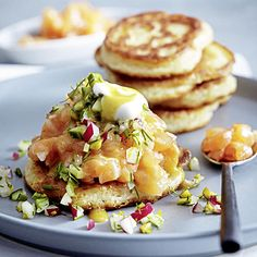 Salmon tartare on Blini & recipe Easy Soup Recipes, Lunch Recipes, Healthy Recipes, Salmon Tartare, Boiled Egg Diet Plan, Vegan Fast Food, Egg Fast, Baked Vegetables, Most Nutritious Foods