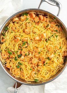 Shrimp And Spinach Recipes, Pasta Dinner Recipes, Shrimp Pasta Recipes, Spaghetti Recipes, Quick Dinner Recipes, Garlic Parmesan Shrimp, Garlic Shrimp Pasta, Parmesan Pasta, Brown Stew Chicken