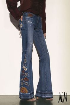 Yes to folklorik flare jeans for fall: AG Adriano Goldschmied Angel High-Waist Flare Jeans in 11 Years Sunflower(Diy Ropa Jeans) Jeans Recycling, Recycle Jeans, Diy Jeans, Diy Clothing, Sewing Clothes, Denim Fashion, Boho Fashion, Boho Hose, Estilo Hippie
