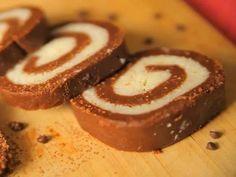 Νόστιμο γλυκάκι καρύδας με επικάλυψη σοκολάτας! Chocolate Swiss Roll Recipe, Chocolate Roll Cake, Amazing Chocolate Cake Recipe, Cake Roll Recipes, Cupcake Recipes, Cookie Recipes, Dessert Recipes, Choco Biscuit, Kolaci I Torte