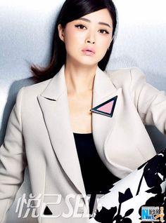 Actress Jiang Xin releases fashion shots | China Entertainment News