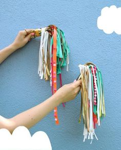 Adorn your child's bike (or your own) with these perfectly playful colored DIY tassels. Diy For Kids, Crafts For Kids, Bike Decorations, Crafts To Make, Diy Crafts, How To Make A Pom Pom, Diy Tassel, Kids Bike, Heart For Kids