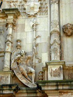 Detalle Fachada Universidad de Alcalá de Henares, Colegio de San Ildefonso. (Madrid-Spain)