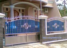 70 Minimalist House Fence Designs (Wood And Iron) House Fence Design, Grill Gate Design, Front Wall Design, Steel Gate Design, Main Gate Design, Door Gate Design, Duplex House Design, Modern House Design, Wrought Iron Driveway Gates