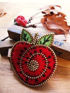 A little felt and zipper apple brooch | Flickr - Photo Sharing!