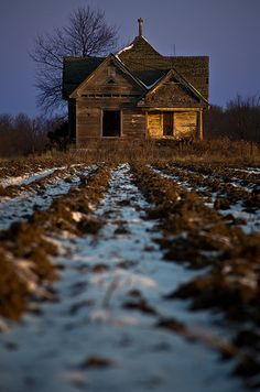 An old homestead at daybreak. By Rodney Harvey