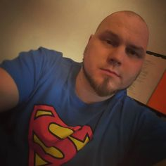 Havahduin tuossa siihen että ikä ei tule yksin ja hiukset lähtevät. Alamäki alkaa pienin askelin. #bald #superman #finnishboy from #turku
