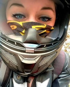 いいね!27件、コメント3件 ― Yoni Seloさん(@yoni_boo_selo)のInstagramアカウント: 「Hei hei ! #motorcycle #motorcyclegirl #moto #bikergirl #vr46 #valentinorossi #riders #superbike…」