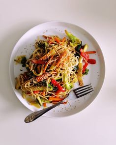 A stir fry is one of the quickest meals you can make. Use whatever veggies you have, cook the noodles, mix the sauce, add everything together and BAM! you have lunch. Quick and easy. Veggie Stir Fry, Quick Meals, Chinese Food, Noodles, Fries, Food Photography, Tasty, Lunch, Vegetables