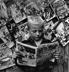 Comics, NYC, Photo by Morris Engel, 1946