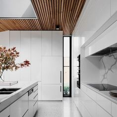 98 Wonderful Modern Kitchen Style 96 ~ Top Home Design Home Design, Room Interior Design, Timber Ceiling, Wood Ceilings, Light Grey Kitchens, Timber Battens, Courtyard House, White Kitchen Cabinets, Kitchen White