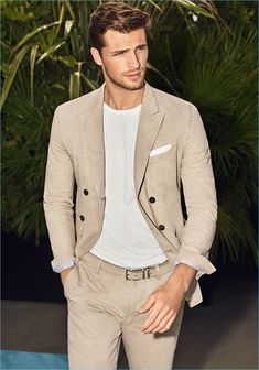 Edward Wilding Relaxes Poolside for Joop! Spring Campaign Edward Wilding stars in Joop!'s spring-summer 2018 campaign. Mens Fashion 2018, Male Fashion Trends, Best Mens Fashion, Fashion Moda, Fashion Blogs, Womens Fashion, Edward Wilding, Mens Casual Suits, Mens Suits